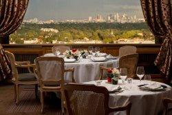 Repas d'entreprise dans un cadre prestigieux avec vue sur tout Paris restaurant groupe Saint Germain en Laye 78