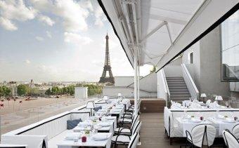 Repas d'entreprise dans une institution avec vue imprenable sur tout Paris restaurant groupe Paris 8