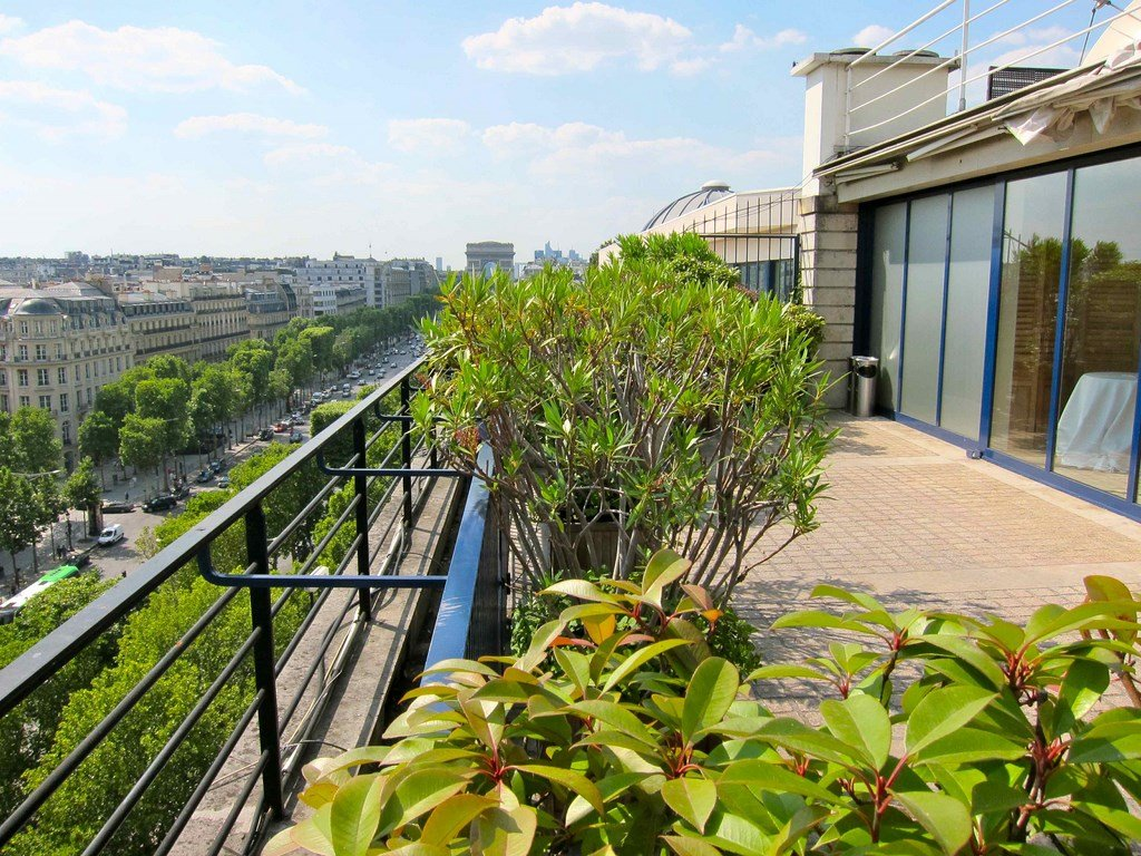 Privatisation terrasse champs elys e paris 8 paris for Restaurant avec jardin terrasse paris