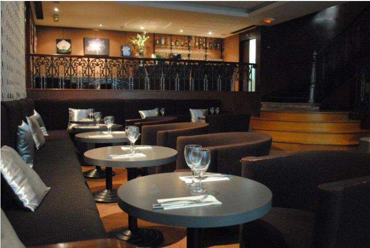 Repas entreprise dans cadre cosy Paris 2 restaurant groupe Paris 2