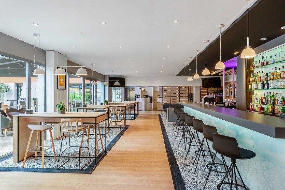 Repas entreprise dans un restaurant contemporain à l'ambiance cosy restaurant groupe BLAGNAC 31