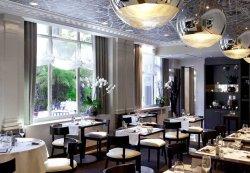 Diner assis dans un cadre bucolique du 16ème arrondissement restaurant groupe Paris 16