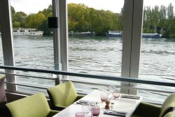 Repas entreprise sur un bateau restaurant groupe SURESNES 92