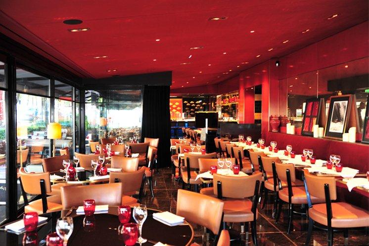 Votre repas d'entreprise dans une grande brasserie élégante proche du Pont de l'Alma restaurant groupe Paris 8
