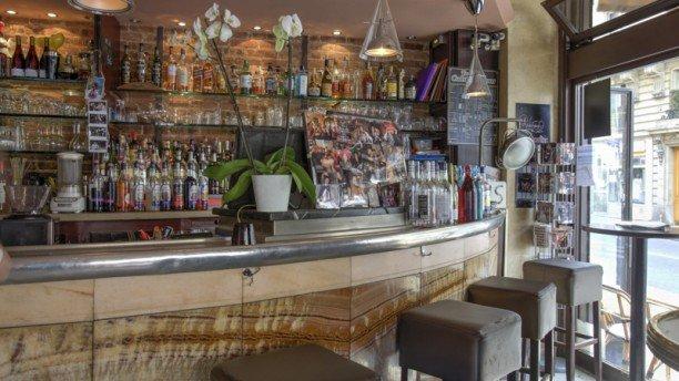 Repas entreprise dans un bistrot typique de la Butte Montmartre restaurant groupe Paris 18