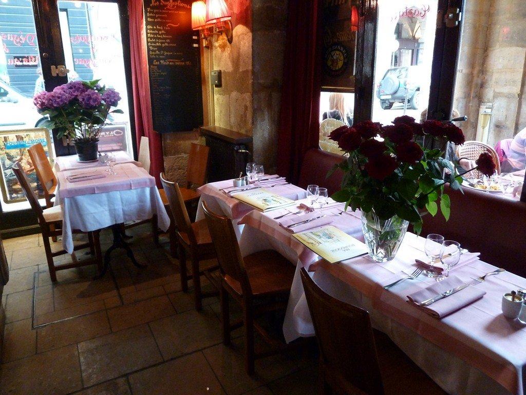 Votre repas d'entreprise dans un bistrot sur la Place des Vosges restaurant groupe Paris 4