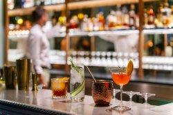 Repas entreprise au vert dans un restaurant rempli d'histoire restaurant groupe VILLE D AVRAY 92