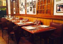 Repas d'entreprise dans une institution de Montmartre restaurant groupe PARIS 9