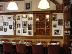 Repas d'entreprise dans une institution de Montmartre restaurant groupe PARIS 9 75