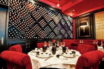 Repas entreprise dans un bistro au décor contemporain près de Montparnasse restaurant groupe Paris 7