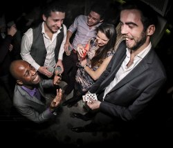 Votre soirée animation Close Up avec un magicien pickpocket restaurant groupe BOULOGNE BILLANCOURT 92
