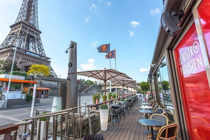 Repas d'entreprise dans un bistro au pied de la Tour Eiffel restaurant groupe Paris 7