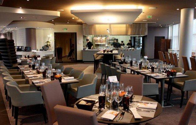 Repas d'entreprise dans un restaurant contemporain restaurant groupe Paris La Défense 92