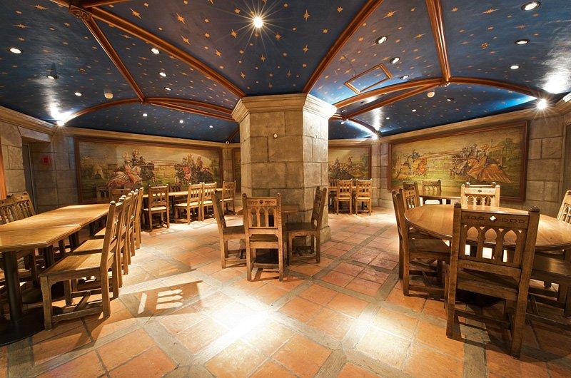 Repas d'entreprise dans un cadre médiéval à Marne La Vallée restaurant groupe Marne La Vallée 77