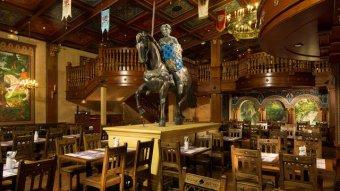 Repas d'entreprise dans un cadre médiéval à Marne La Vallée restaurant groupe CHESSY 77