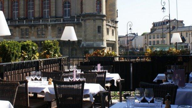 Repas entreprise dans une brasserie chic et conteporaine à Saint Germain en Laye restaurant groupe Saint Germain en Laye 78
