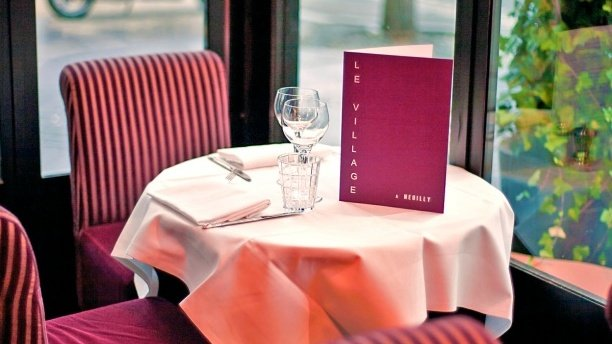 Repas d'entreprise dans une brasserie chic à Neuilly sur Seine restaurant groupe Neuilly sur Seine 92