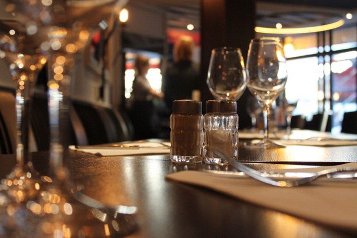 Repas d'entreprise dans un bistrot chic du 16ème arrondissement restaurant groupe Paris 16