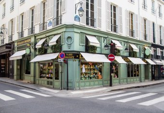 Cocktails dans une fameuse maison réputée pour ses Macarons restaurant groupe PARIS 6 75