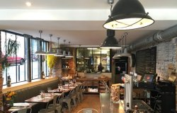 Repas entreprise dans un restaurant ambiance industrielle du 18ème restaurant groupe Paris 18