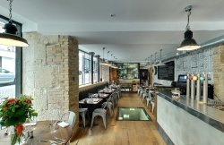 Repas entreprise dans un restaurant ambiance industrielle du 18ème restaurant groupe PARIS 18 75