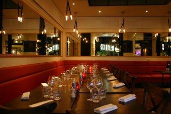 Repas entreprise dans un bistrot chic près des Champs Elysées restaurant groupe Paris 8