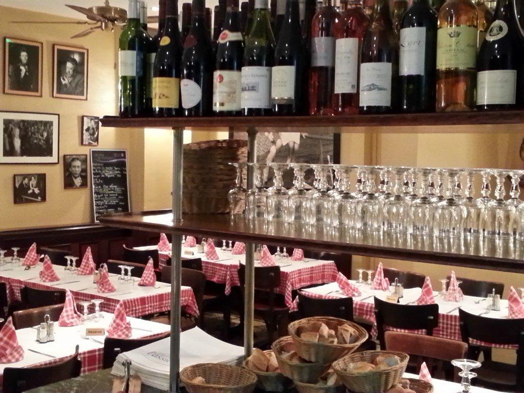 Repas entreprise dans un restaurant sur le canal de l'Ourcq 75019 restaurant groupe PARIS 19 75
