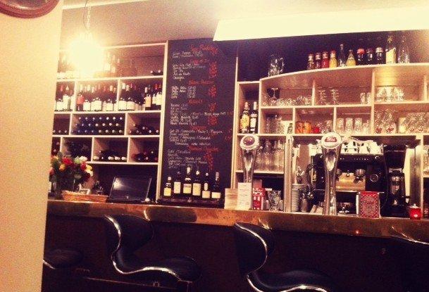 Repas entreprise dans un bar à vin niché dans le 9ème arrondissement restaurant groupe Paris 9