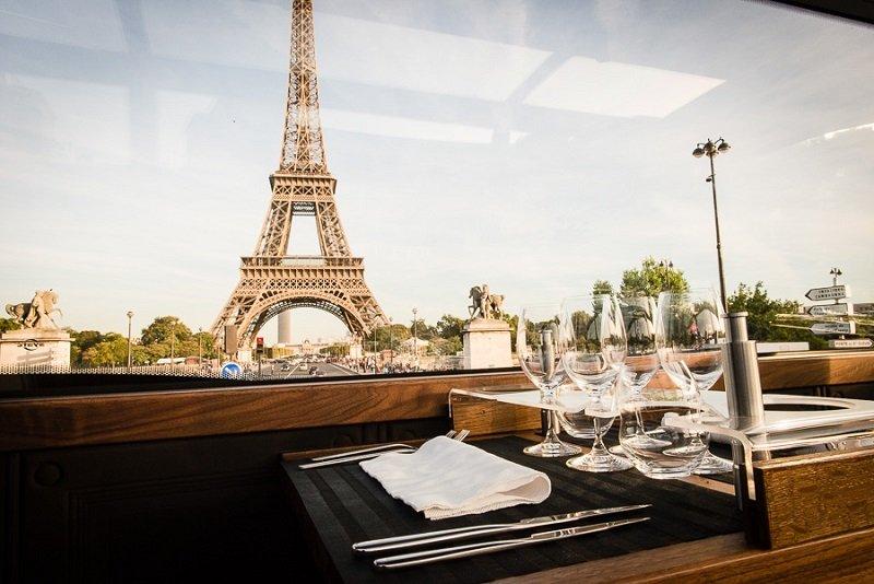 Repas entreprise insolite dans un Bus � imp�riale restaurant groupe