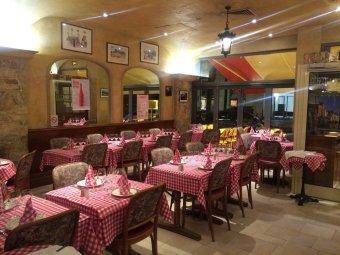 Repas entreprise dans un décor néo rustique chaleureux près de Bercy restaurant groupe PARIS 12 75