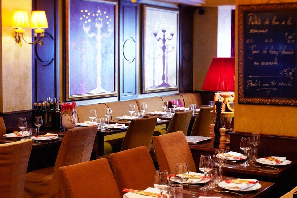 Repas entreprise dans un restaurant à la cuisine traditionnelle italienne restaurant groupe Paris 17
