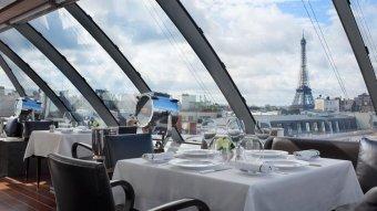 Repas entreprise avec vue imprenable sur les monuments de Paris restaurant groupe