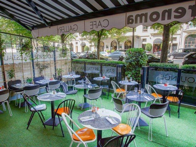 Repas entreprise dans un lieu atypique près du triangle d'or restaurant groupe Paris 8