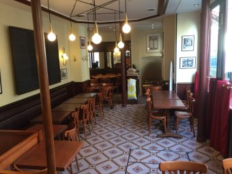 Repas entreprise dans un café Parisien restaurant groupe PARIS 3 75