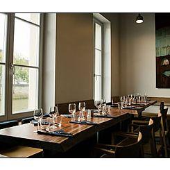 Repas entreprise dans un cadre sobre et élégant restaurant groupe