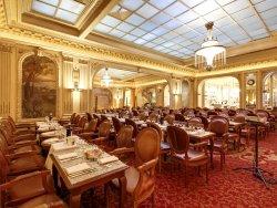 Repas entreprise dans un lieu historique restaurant groupe PARIS 1 75