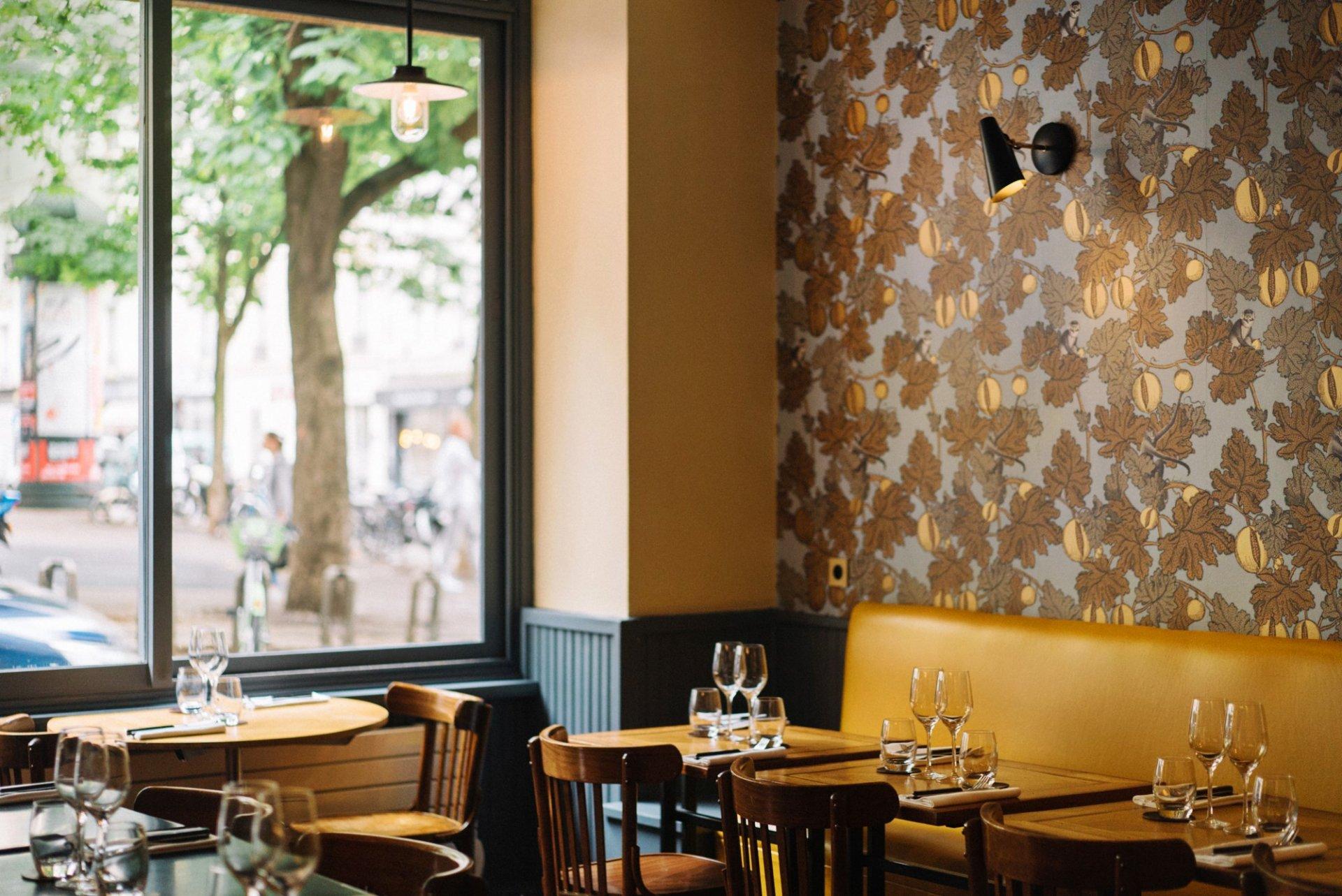 Repas entreprise dans une ambiance sobre et élégante restaurant groupe PARIS 9 75