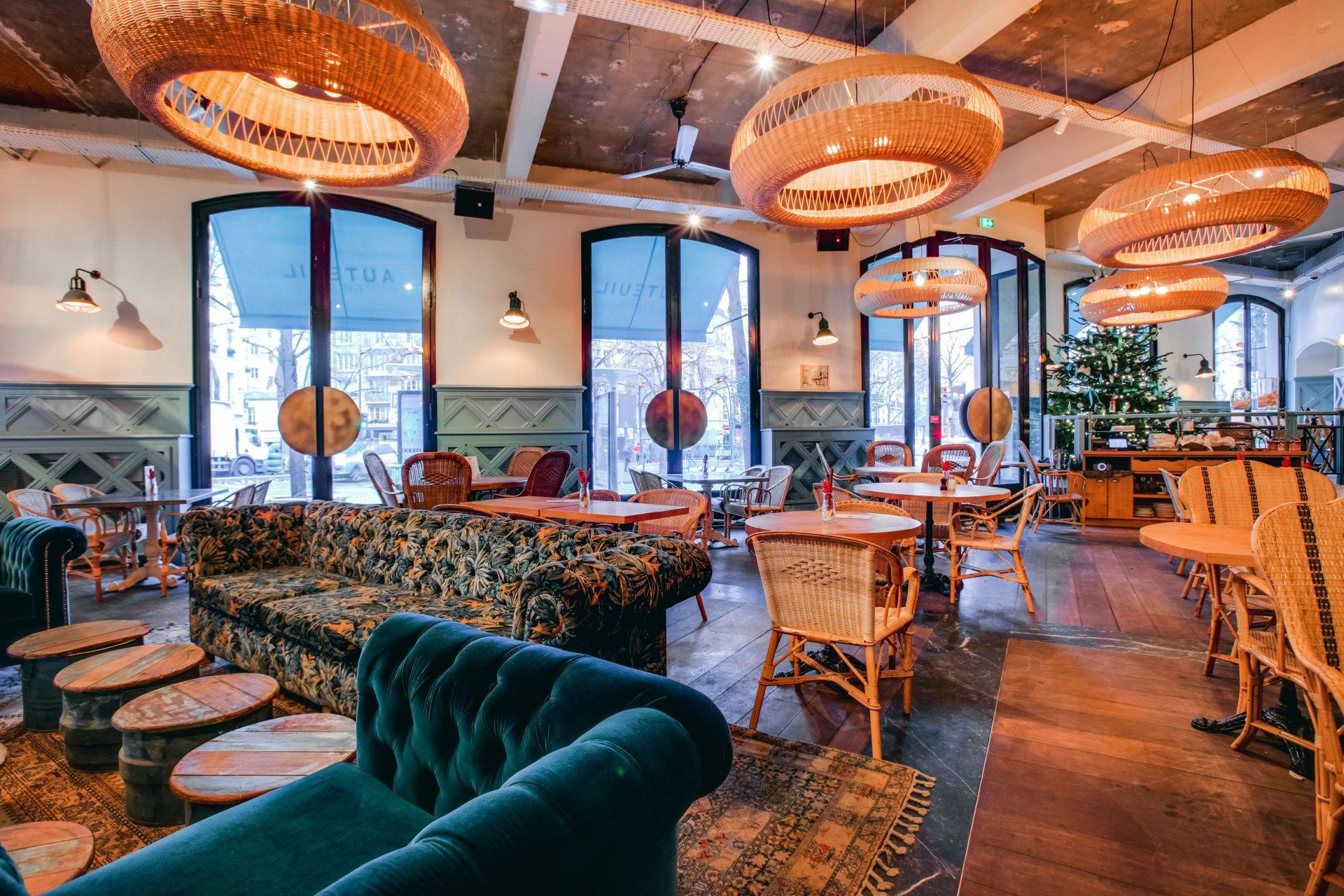 Repas entreprise dans une ambiance contemporaine restaurant groupe Paris 16