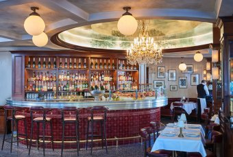 Repas entreprisebBrasserie mythique des Champs-Elysées restaurant groupe Paris 8