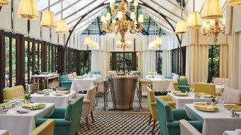 Repas entreprise dans un restaurant chic et sobre restaurant groupe PARIS 8 75