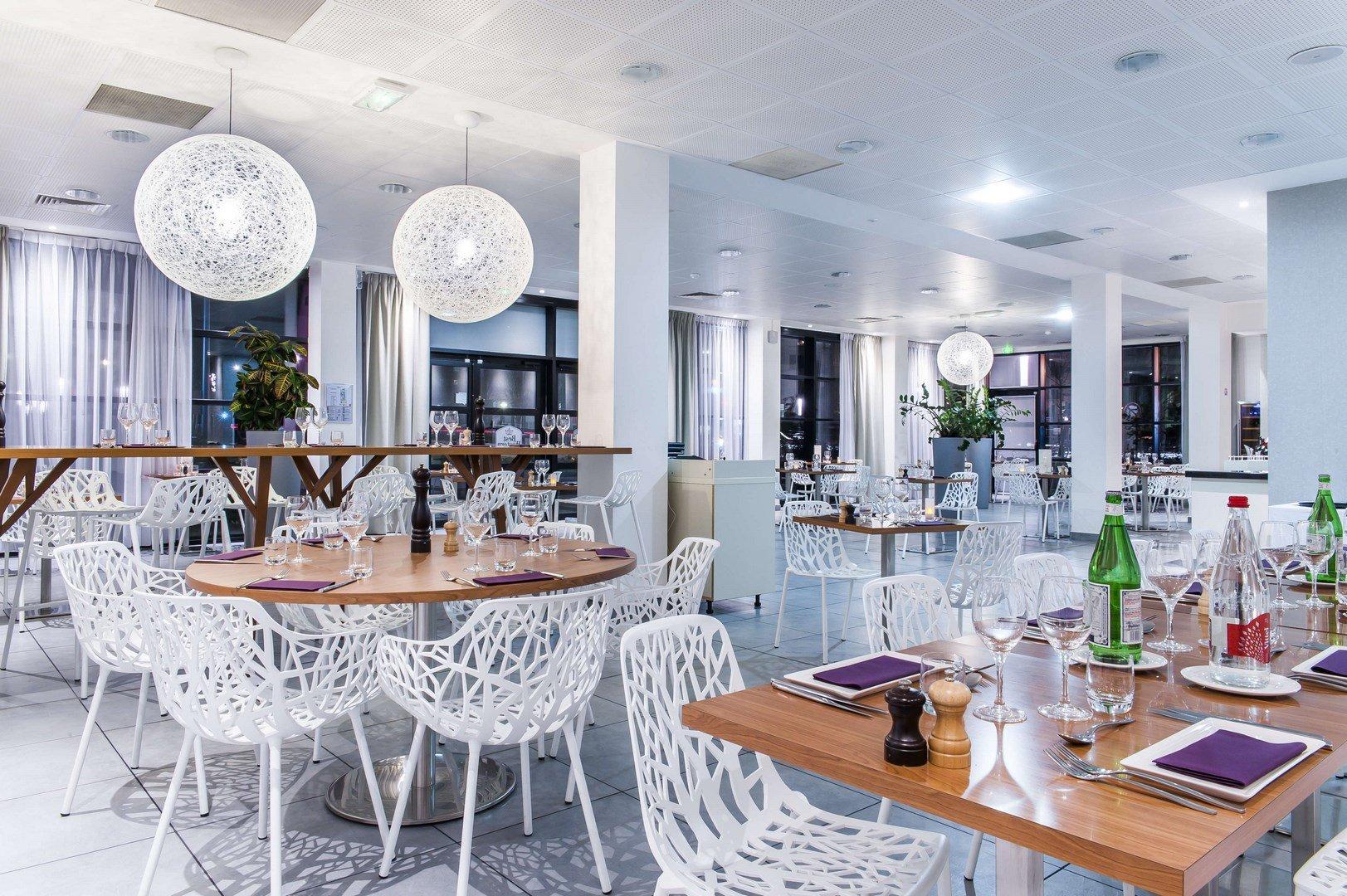Repas entreprise dans un restaurant à la décoration tendance restaurant groupe Vélizy Villacoublay 78