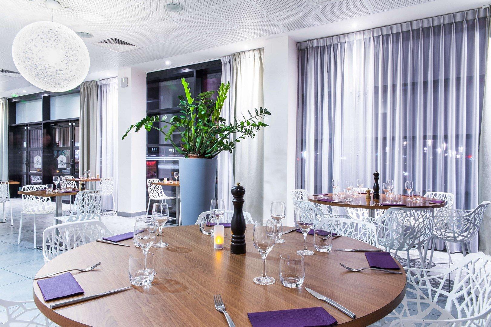 Repas Entreprise Dans Un Restaurant A La Decoration Tendance Velizy