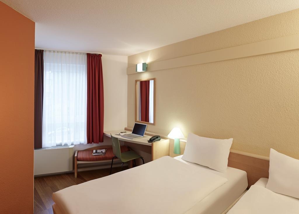 Ibis Toulouse Ponts Jumeaux***