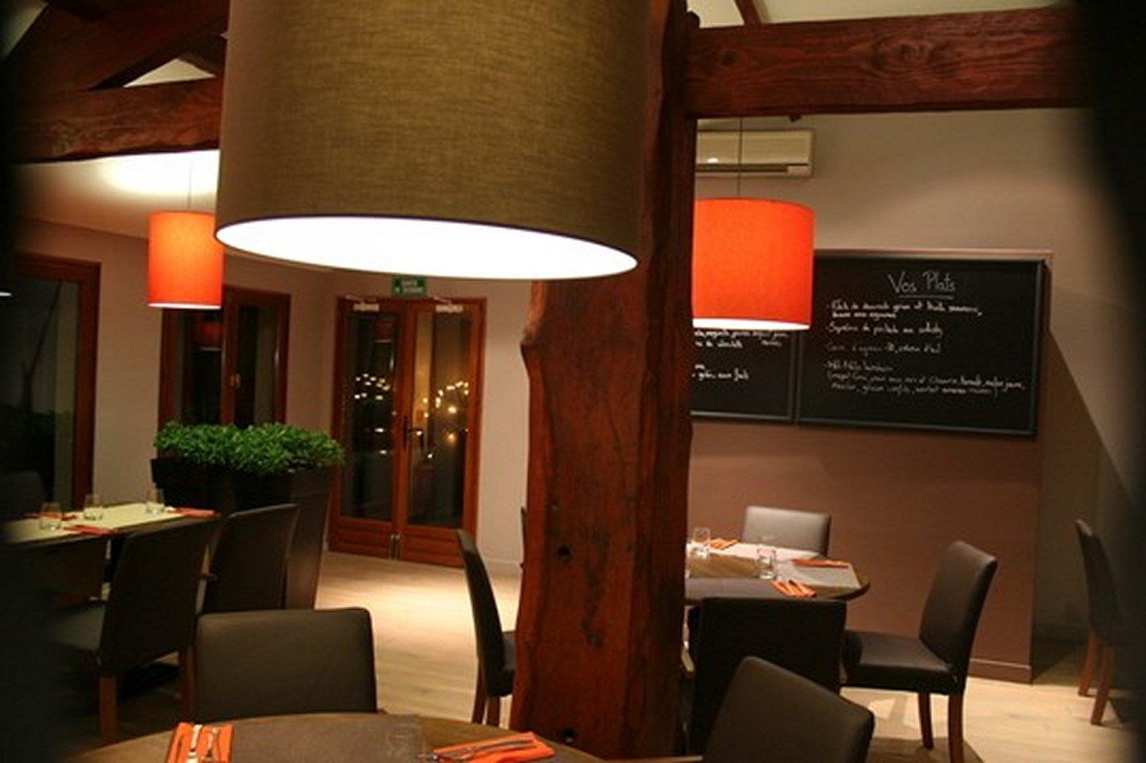 Repas entreprise dans une ambiance conviviale et chaleureuse restaurant groupe Forges les Bains 91