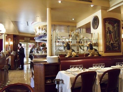 Repas entreprise dans une brasserie de légende restaurant groupe