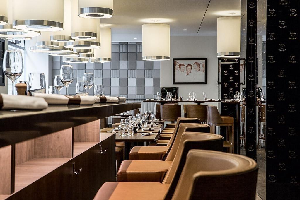 Repas entreprise décoration contemporaine et chic restaurant groupe Paris 8