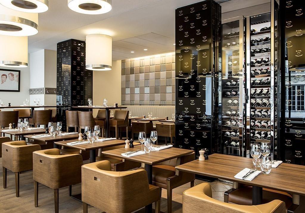 Repas entreprise décoration contemporaine et chic restaurant groupe PARIS 8 75