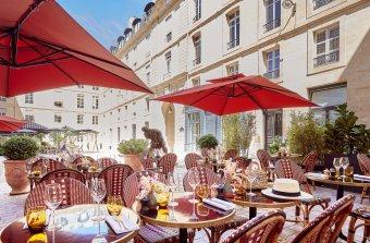 Dîner d'entreprise dans un hôtel de haute élégance restaurant groupe PARIS 1 75