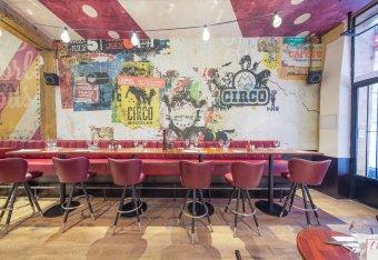 Repas entreprise dans un lieu inspirée du cirque contemporain restaurant groupe PARIS 4 75