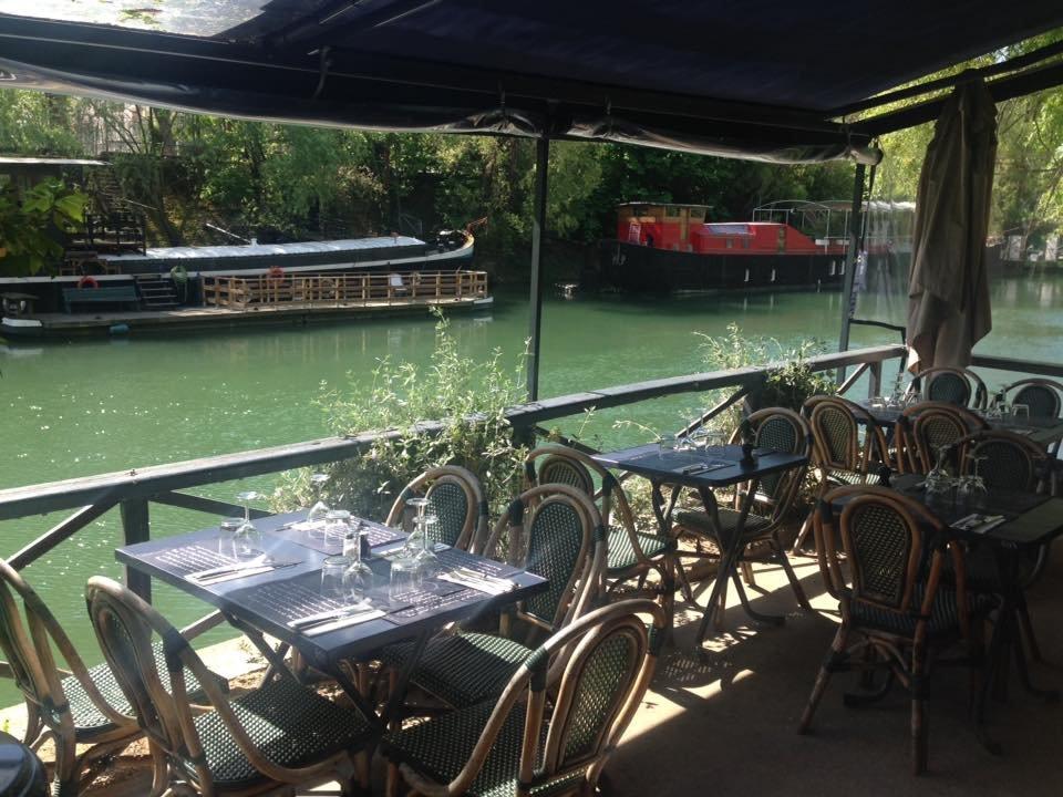 Repas entreprise en plein c�ur de l�Ile de la Jatte en bord de Seine restaurant groupe Neuilly sur Seine 92